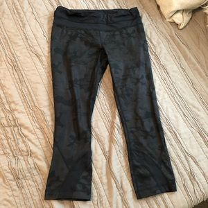 lululemon athletica Pants - Camo Lululemon Run Crop (6)